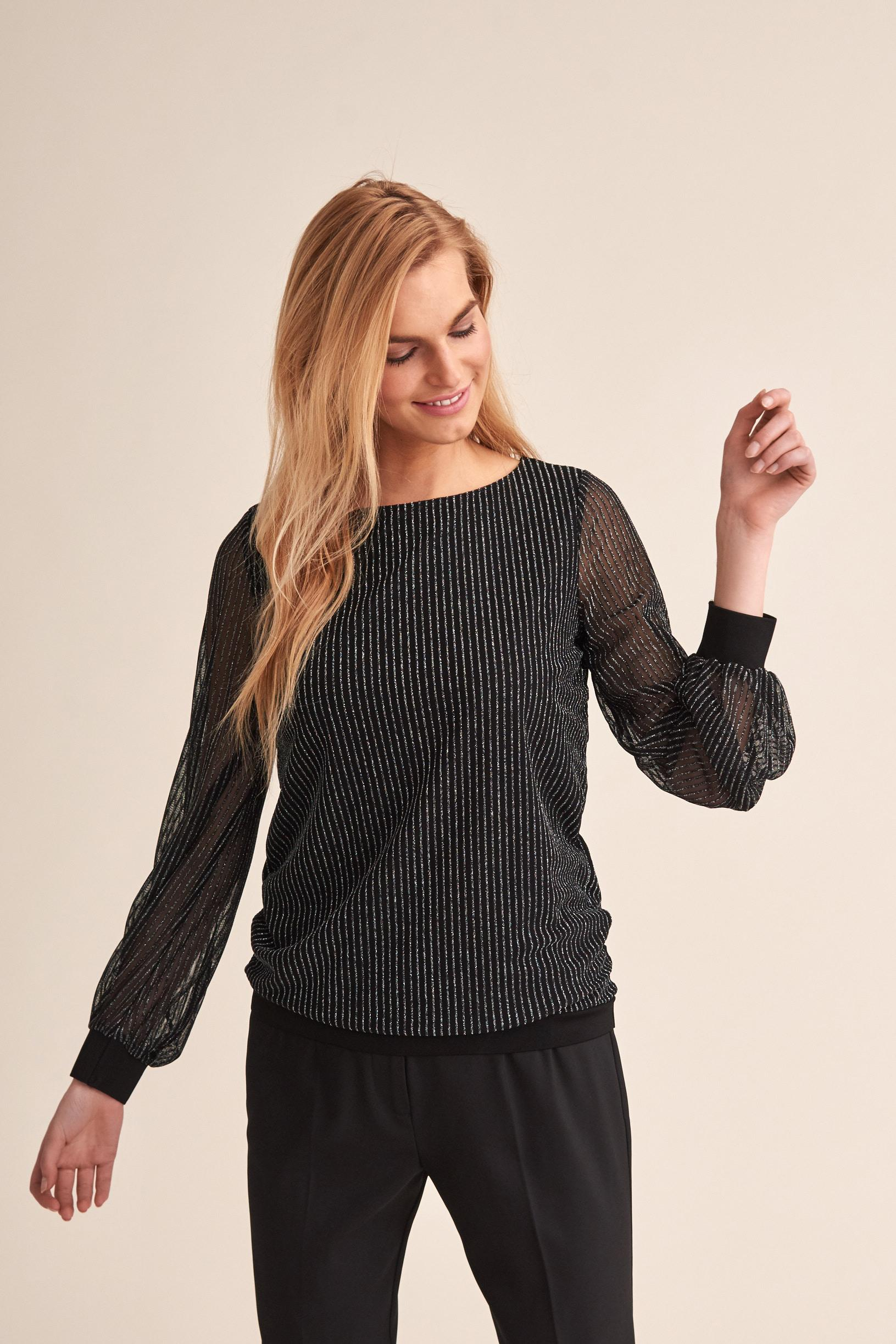 KNITTED BLOUSE WITH A SHINY THREAD MANAMI
