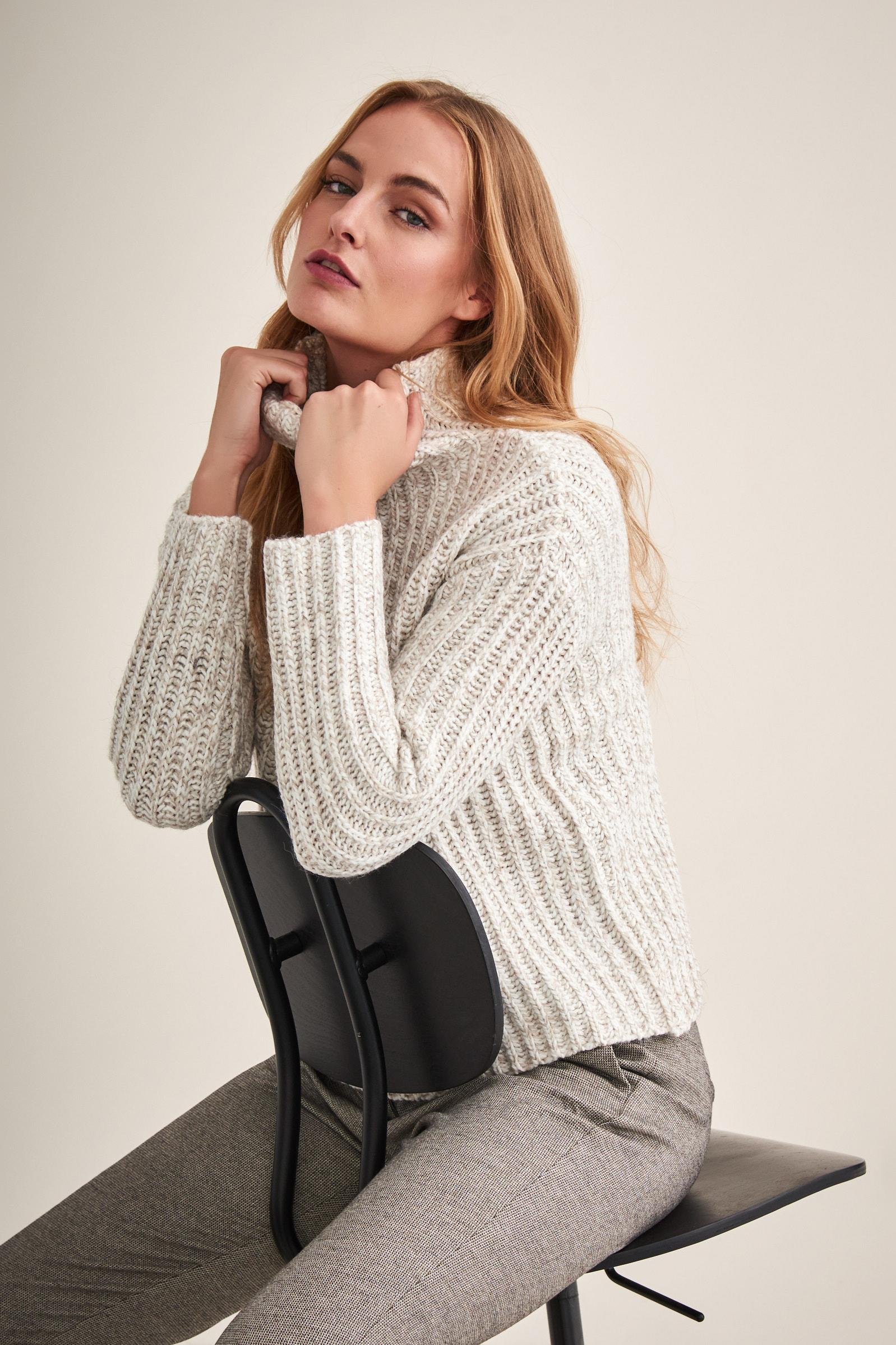 BEIGE TURTLE NECK SWEATER LUIZI