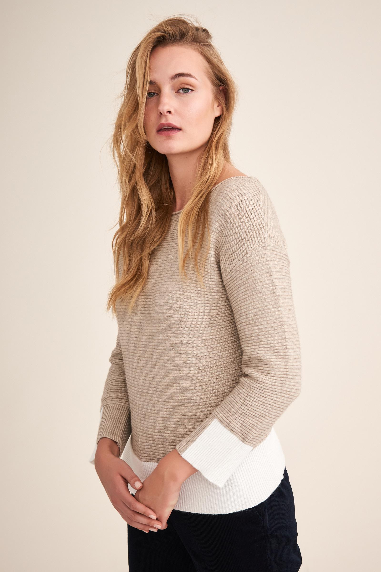 LADIES' SWEATER WITH A CONTRAST BOTTOM ROLI